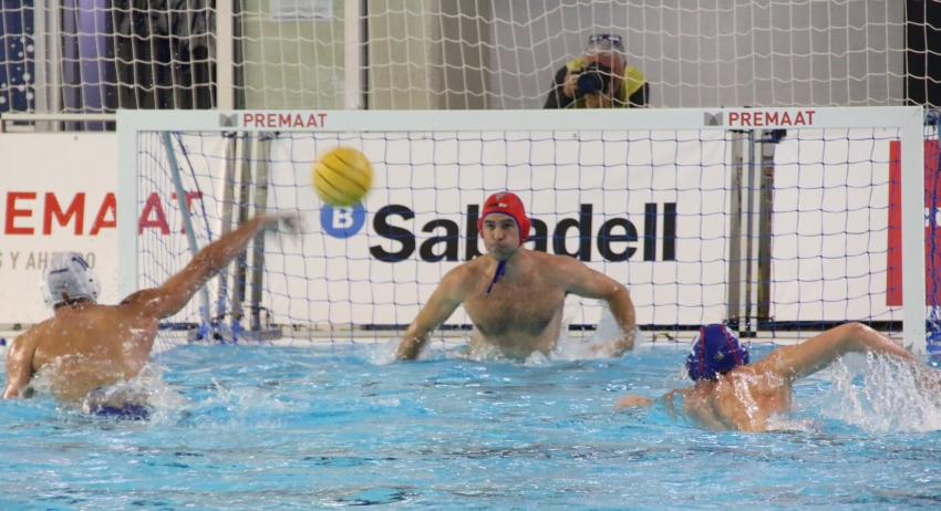 El CN Terrassa gana al CN Sabadell y se mete en la final copera (8-10)