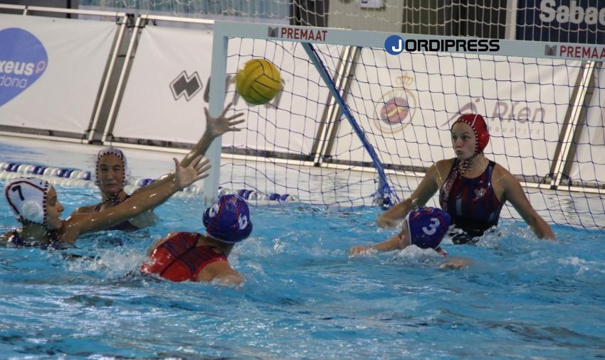 El CN Terrassa da la primera sorpresa de la Copa de la Reina al vencer al líder CN Mataró (14-16)
