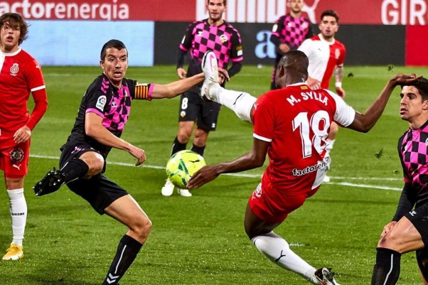 El Sabadell empata en Girona (0-0) y sale de la zona de descenso