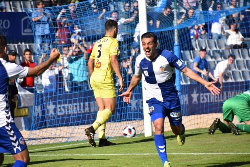 El Sabadell gana al Ejea (1-0) y depende de si mismo para salvarse en Olot