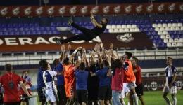 La gran noche. El Sabadell vuelve a 'su' Segunda A tras remontar al Barça B (1-2)